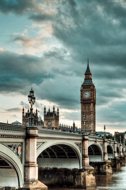 Viharfelhők a londoni pénzügyi világ felett...