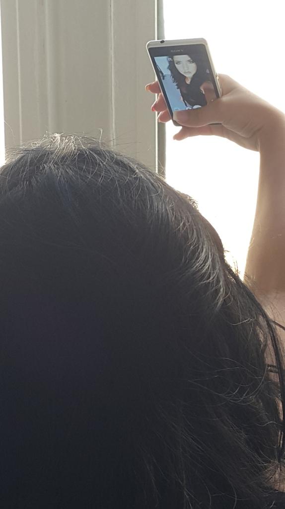 Németh Kitti selfie-zik az acm® wallet fotózáson. Keresd Kitti Instagram oldalát: @nemeth_dittike