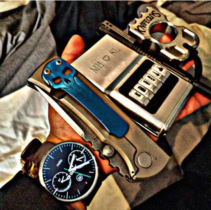 Csak a legszükségesebbek... óra, acm® wallet, kés...