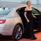 Scarlett Johansson és a hátsó ülés