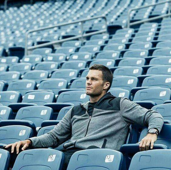 Brady egy ideig csak a lelátóról nézheti a meccseket