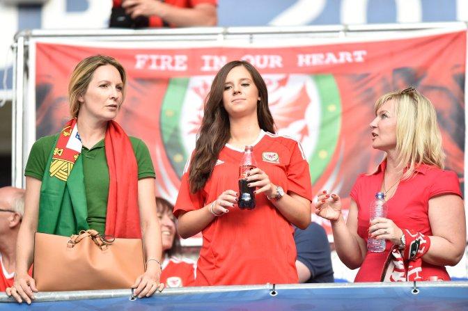 Lyon, 2016. július 6. Walesi szurkolók a franciaországi labdarúgó Európa-bajnokság elõdöntõjének Portugália - Wales mérkõzése elõtt a lyoni stadionban 2016. július 6-án. MTI Fotó: Illyés Tibor