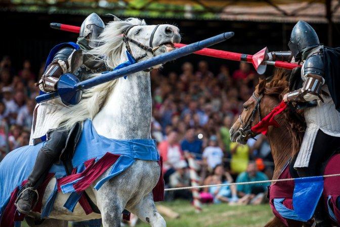 Visegrád, 2016. július 9. Lovagi torna a 32. Visegrádi Nemzetközi Palotajátékokon 2016. július 9-én. MTI Fotó: Bodnár Boglárka