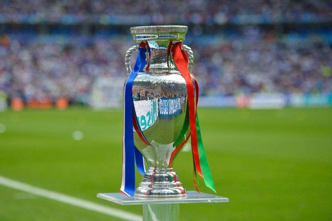 Saint-Denis, 2016. július 10. A bajnokság trófeája a franciaországi labdarúgó Európa-bajnokság döntõjében vívott Franciaország - Portugália mérkõzés elõtt a Saint-Denis-i Stade de France stadionban 2016. július 10-én. MTI Fotó: Illyés Tibor
