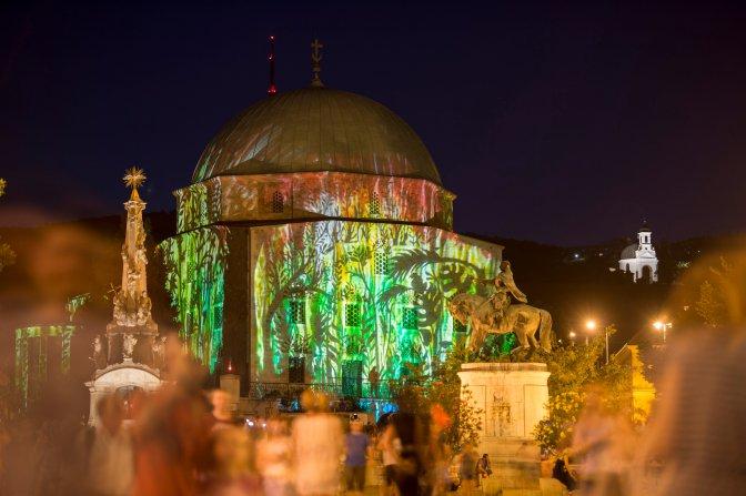 Pécs, 2016. július 3. Gázi Kászim pasa kivilágított dzsámija a Zsolnay Fényfesztivál második napján Pécsen 2016. július 2-án. MTI Fotó: Sóki Tamás