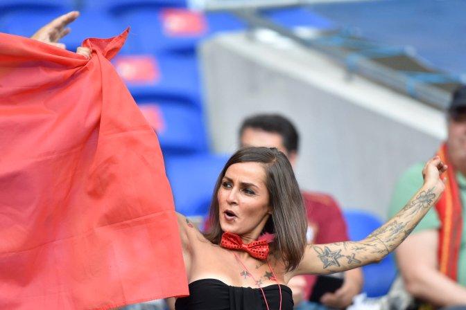 Lyon, 2016. július 6. Portugál szurkoló a franciaországi labdarúgó Európa-bajnokság elõdöntõjének Portugália - Wales mérkõzése elõtt a lyoni stadionban 2016. július 6-án. MTI Fotó: Illyés Tibor