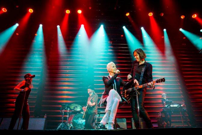Budapest, 2015. május 19. Marie Fredriksson és Per Gessle a svéd Roxette popzenekar koncertjén a Papp László Budapest Sportarénában 2015. május 19-én. MTI Fotó: Mohai Balázs