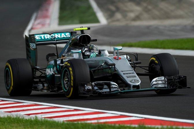Mogyoród, 2016. július 22. Nico Rosberg, a Mercedes csapat német versenyzõje a Forma-1-es Magyar Nagydíj második szabadedzésén a mogyoródi Hungaroringen 2016. július 22-én. MTI Fotó: Marjai János