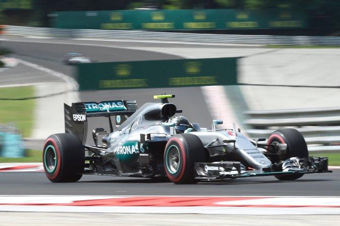 Mogyoród, 2016. július 22. Nico Rosberg, a Mercedes csapat német versenyzõje a Forma-1-es Magyar Nagydíj elsõ szabadedzésén a mogyoródi Hungaroringen 2016. július 22-én. MTI Fotó: Kovács Tamás