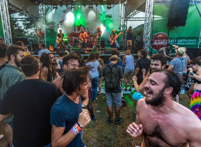 Kapolcs, 2016. július 23. A Bohemian Betyars koncertje a 26. Mûvészetek Völgye 2016 kulturális fesztiválon 2016. július 23-án. MTI Fotó: Szigetváry Zsolt