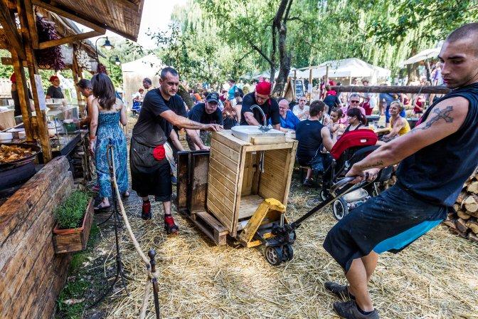 Kapolcs, 2016. július 23. Résztvevõk a 26. Mûvészetek Völgye 2016 kulturális fesztiválon 2016. július 23-án. MTI Fotó: Szigetváry Zsolt