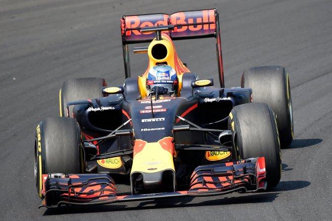 Mogyoród, 2016. július 24. Daniel Ricciardo, a Red Bull csapat ausztrál versenyzõje a Forma-1-es Magyar Nagydíjon a mogyoródi Hungaroringen 2016. július 24-én. MTI Fotó: Kovács Tamás