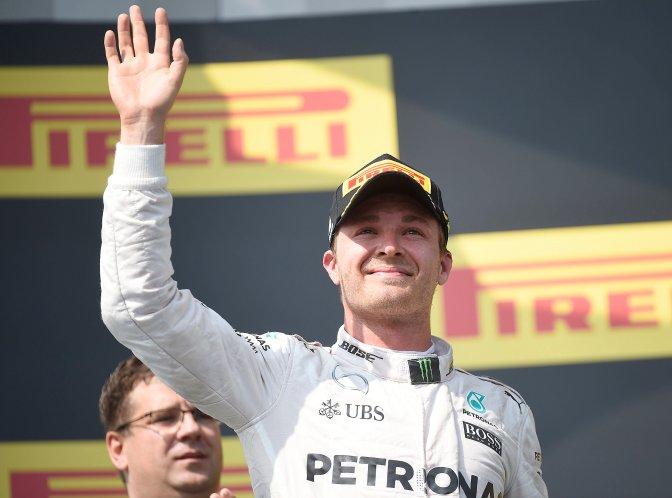 Mogyoród, 2016. július 24. A második helyezett Nico Rosberg, a Mercedes csapat német versenyzõje a Forma-1-es Magyar Nagydíj eredményhirdetésén a mogyoródi Hungaroringen 2016. július 24-én. MTI Fotó: Kovács Tamás