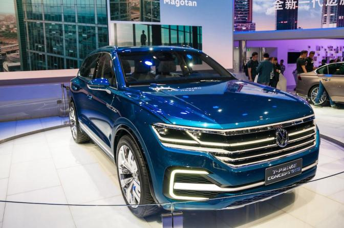 A VW pekingben leplezte le a T-Prime Concept GTE nevű tanulmánymodellt, melyet 381 lóerős hibrid villanymotor hajt, ha pedig nem elektromosan üzemel, akkor 2,7 liter az átlagfogyasztása.