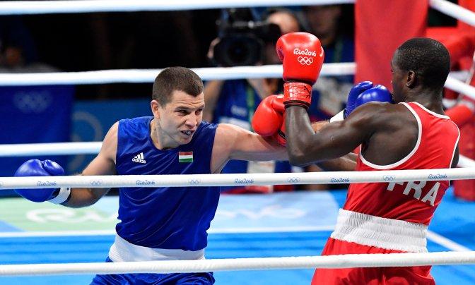 Rio de Janeiro, 2016. augusztus 8. Bacskai Balázs (b) és a francia Souleymane Cissokho a 2016-os riói nyári olimpia férfi ökölvívótornája 69 kilogrammos súlycsoportja selejtezõjében a legjobb 16 közé jutásért rendezett mérkõzésen a Rio de Janeiró-i Riocentro központ 6-os pavilonjában 2016. augusztus 7-én. Bacskai Balázs pontozással kikapott és kiesett a további küzdelmekbõl. MTI Fotó: Illyés Tibor