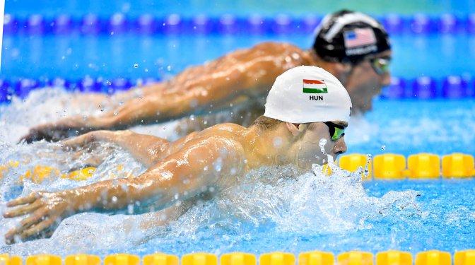 Rio de Janeiro, 2016. augusztus 9. Kenderesi Tamás (b) és az amerikai Michel Phelps a férfi 200 méteres pillangóúszás elõdöntõjében a riói nyári olimpián a Rio de Janeiró-i Olimpiai Uszodában 2016. augusztus 8-án. A magyar úszó megnyerte a versenyszámot és bekerült a döntõbe. MTI Fotó: Illyés Tibor