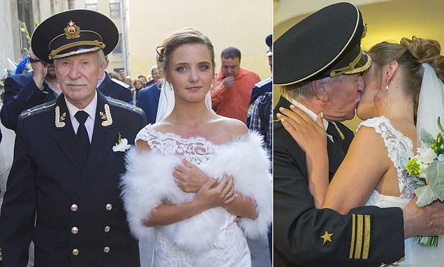 A 84 éves férj és 24 éves hitvese. Na ez biztosan nem érdekházasság!