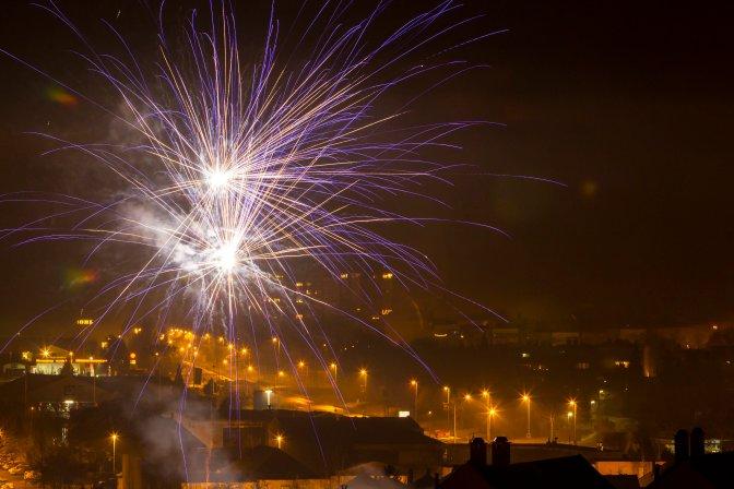 Nagykanizsa, 2017. január 1. Szilveszteri tûzijáték Nagykanizsán 2017. január 1-jére virradó éjjel. MTI Fotó: Varga György
