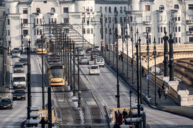 Budapest, 2017. január 11.  A Margit híd látképe a Margit utca felõl 2017. január 10-én. MTI Fotó: Szigetváry Zsolt