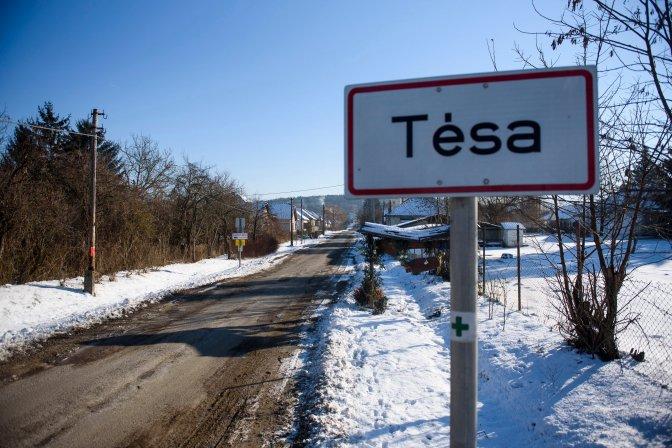 Tésa, 2017. január 8. Helységnévtábla Tésa határában 2017. január 8-án. A Pest megyei településen hajnalban mínusz 28,1 Celsius-fokig hûlt a levegõ, ezzel megdõlt az országos napi minimum hõmérsékleti rekord. A korábbi rekordot, mínusz 26,5 fokot 1985-ben ezen a napon a Nógrád megyei Romhányon mérték. MTI Fotó: Komka Péter