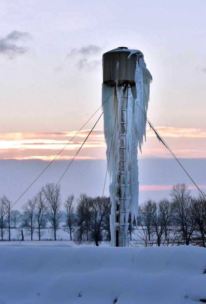 Göncruszka, 2017. január 14. Egy fagytól szétrepedt víztorony Göncruszkán 2017. január 14-én. MTI Fotó: Máthé Zoltán