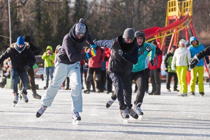 Nyíregyháza, 2017. január 7. Résztvevõk Nyíregyházán, a Sóstói tó jegén rendezett korcsolyaversenyen 2017. január 7-én. MTI Fotó: Balázs Attila