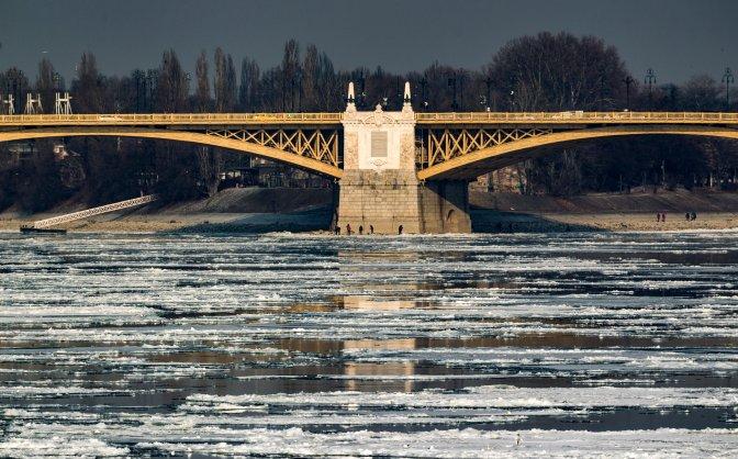 Budapest, 2017. január 11.  A Margit híd a Széchenyi Lánchíd felõl 2017. január 10-én. MTI Fotó: Szigetváry Zsolt